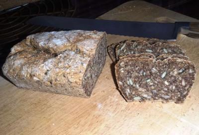 Bordküche I Körnerbrot mit Knoblauchbutter